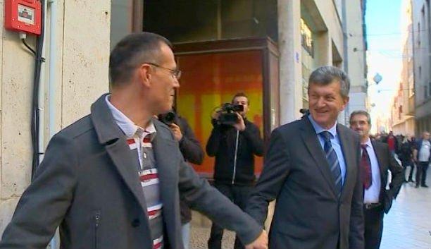 Photo of Kujundžić se rukovao s Livakovićem pa se pravio da ga ne pozna