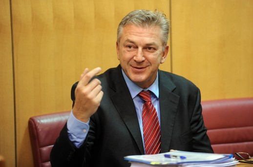 Photo of Ostojić: Karamarko je u 9. izbornoj dobio pljusku, ni članovi stranke nisu glasali za njega