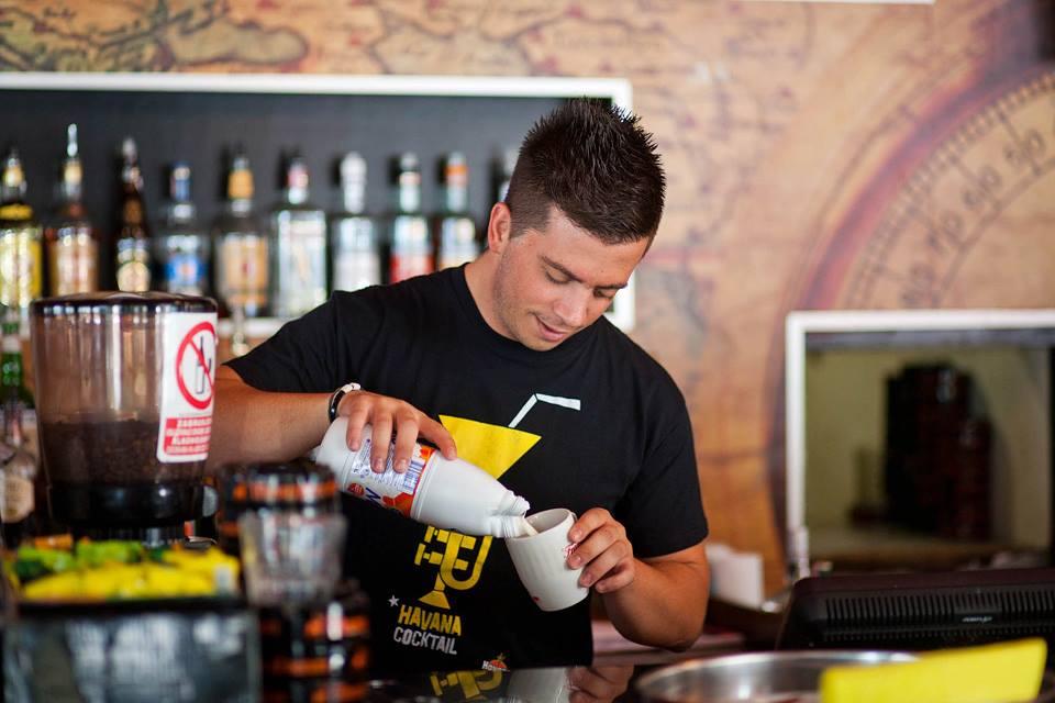 Photo of Vrhunskom kavom i uvijek dobrim raspoloženjem do titule najboljeg konobara Dalmacije 2015.