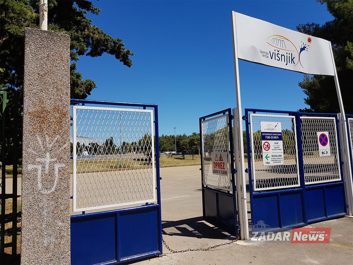 SNIMIO ČITATELJ: 'Ustaški znak na ulazu u Športski centar