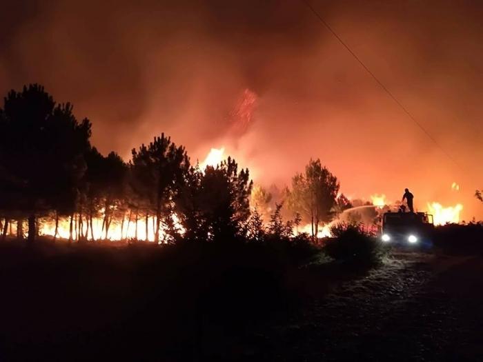 Photo of Gori na Pagu, kod Benkovca i na još dva mjesta, olujna bura i mrak otežavaju gašenje