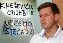 """Photo of OSVANULI GRAFITI – Navijači poručili Kalmeti, HDZ-u i Damiru Kneževiću: """"Odj*bite od kluba, nećemo stečaj"""""""