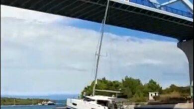 Photo of POGLEDAJTE VIDEO –  Katamaran jarbolom pogodio most koji spaja Pašman i Ugljan